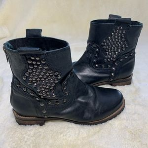 Corral Womans Black Studded Leather Boots Size 8.5